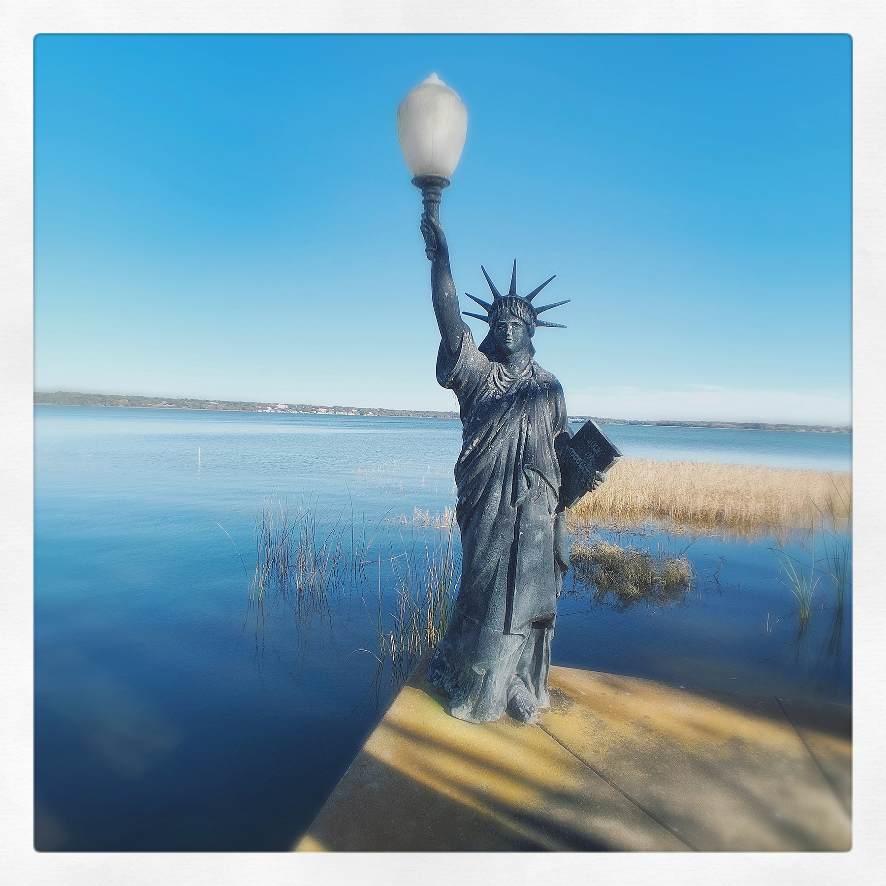 Statue-of-Liberty-relocated-to-Lake-Dora_lantern-replaces-flame